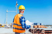 Photo construction worker holding building plans