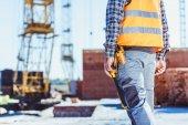 Fotografia lavoratore in gilet riflettente al cantiere