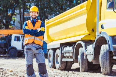 Builder in hardhat and vest