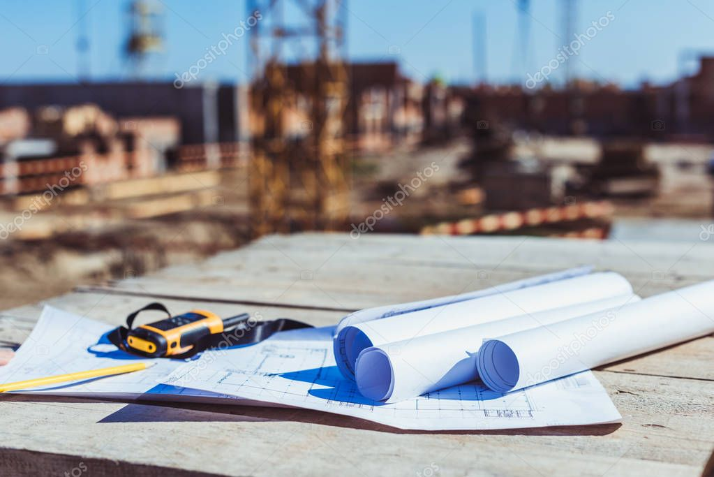 Construction plans and portable radio