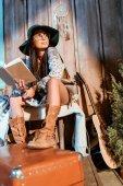 Fényképek Hippi nő olvasókönyv