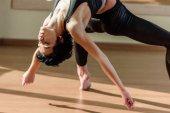 žena cvičí fly jóga