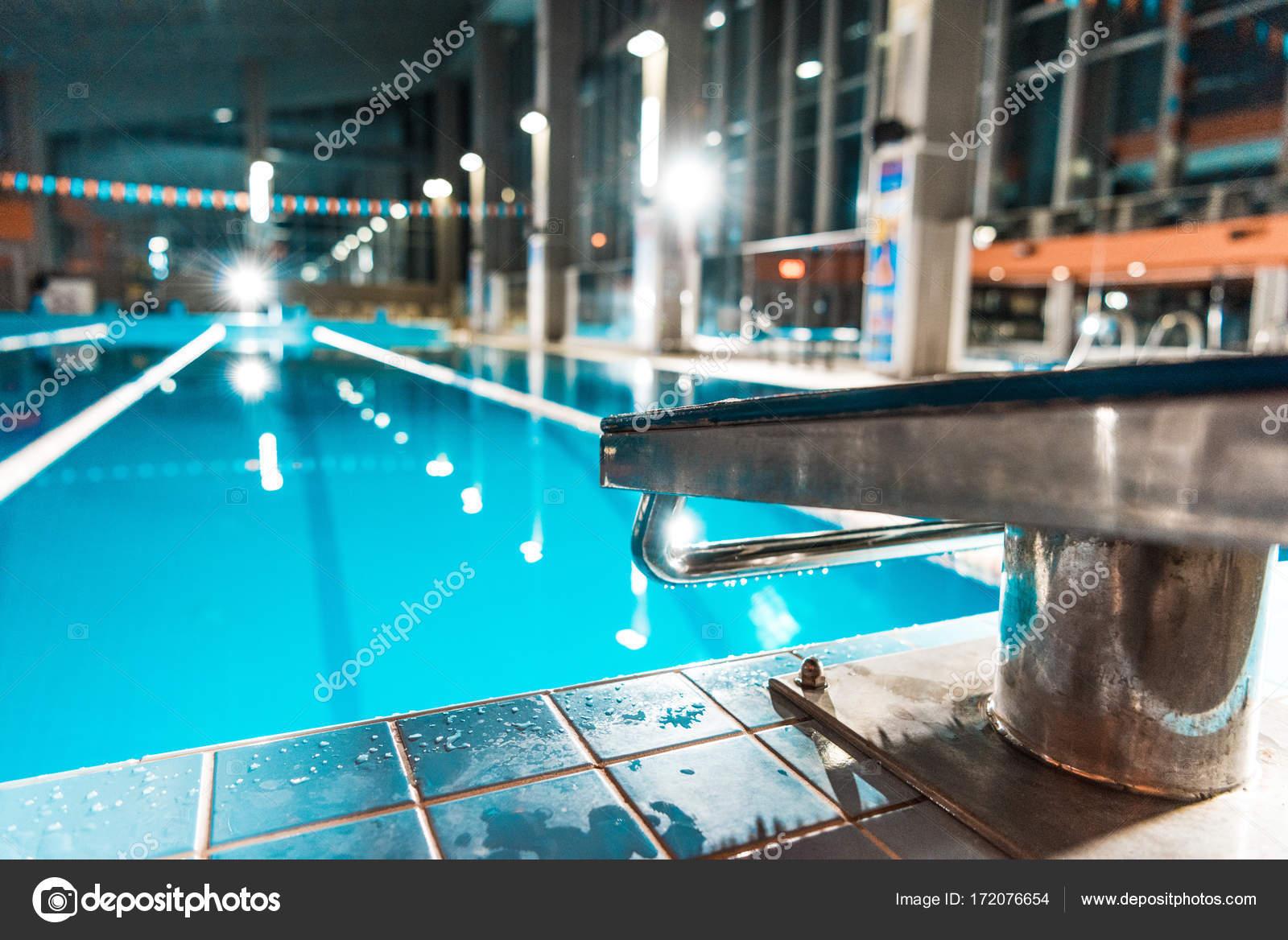 Plongeoir la piscine photographie arturverkhovetskiy for Plongeoir piscine