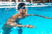 sportovec, plavání v bazénu