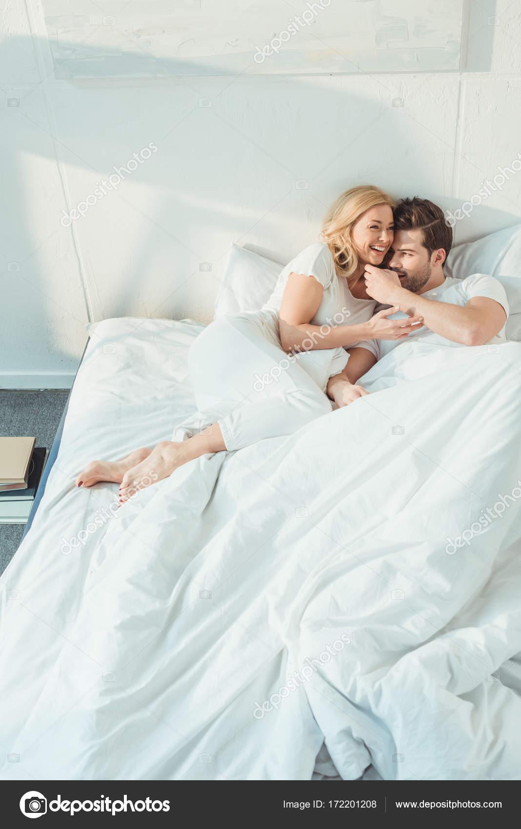 couple au lit photographie arturverkhovetskiy 172201208. Black Bedroom Furniture Sets. Home Design Ideas