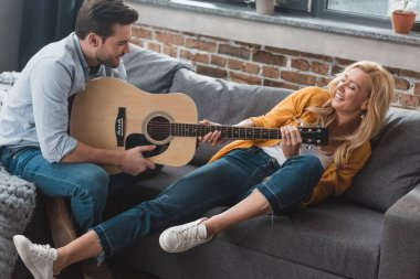 couple fighting for guitar