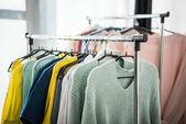 Divatos ruhát akasztók