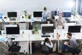 Fotografie obchodní kolegové pracují v kanceláři