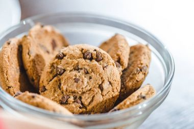 cookies with chocolate in bowl