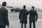 a két testőr urai üzletember autó hátsó nézet