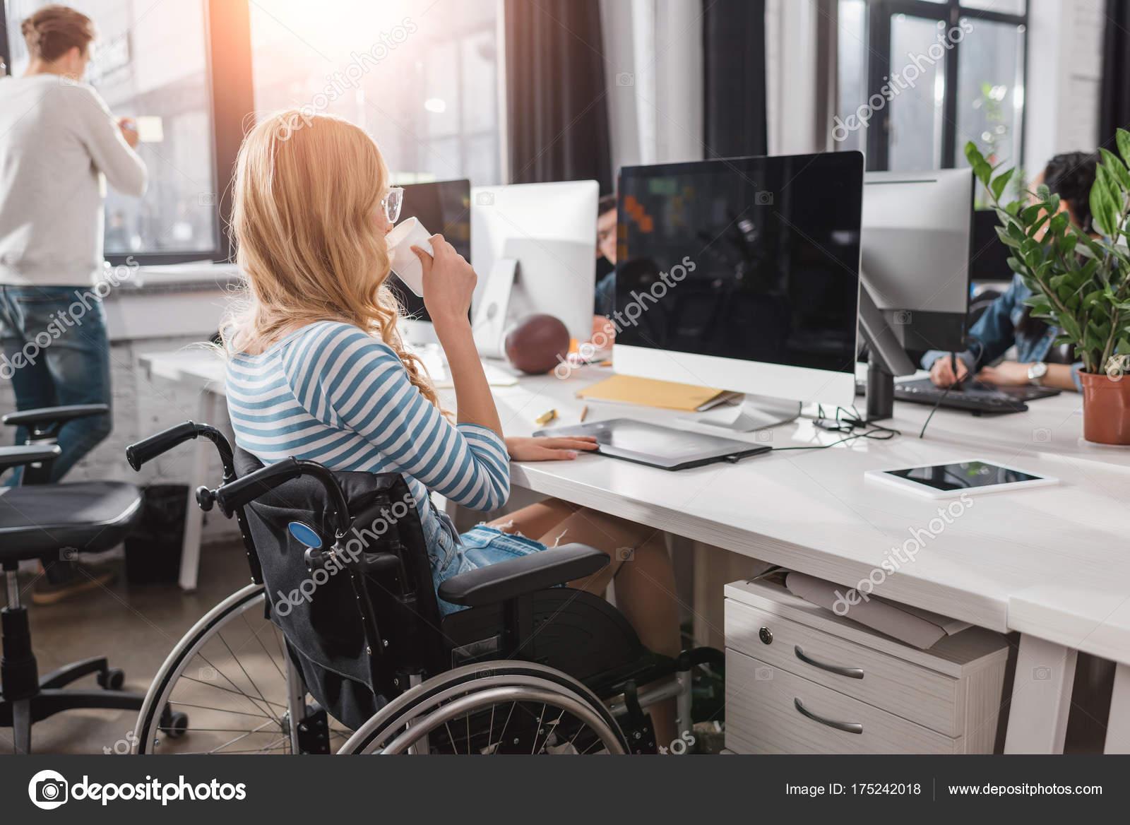 Moderne — Photographie Fauteuil Roulant Personne Bureau Handicapé 8wPX0knO
