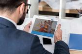 podnikatel hospodářství tablet s couchsurfing načtené stránky
