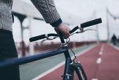 vágott lövés, férfi kerékpár, gyalogos híd