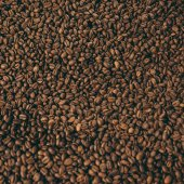 Photo full frame of heap of roasted coffee beans