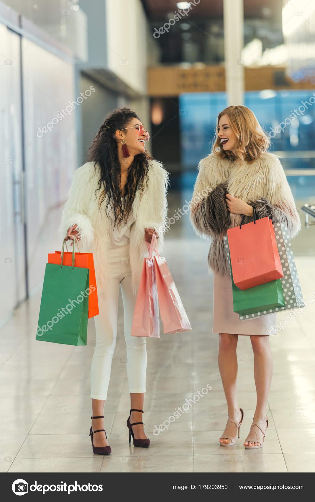 ea94ce5d2 Stylish Women Fur Coats Shopping Bags Walking Mall Laughing — Stock Photo