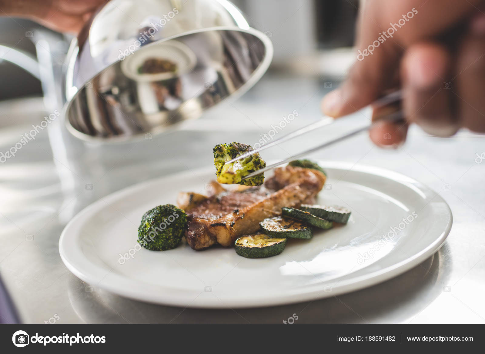 Immagine Potata Decorare Piatto Con Cibo Ristorante Cucina Cuoco ...