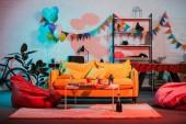 Fotografia Interno camera accogliente decorato con palloncini per la festa