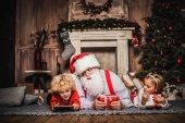 Fotografie Happy Santa Claus s dětmi