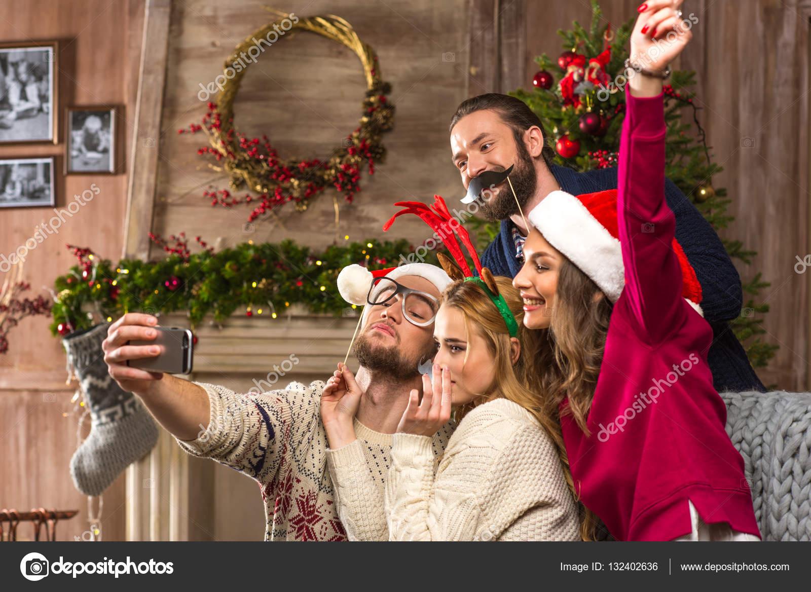Gente Feliz En Navidad.Feliz Navidad Gente Gente Feliz Toma Selfie En Navidad