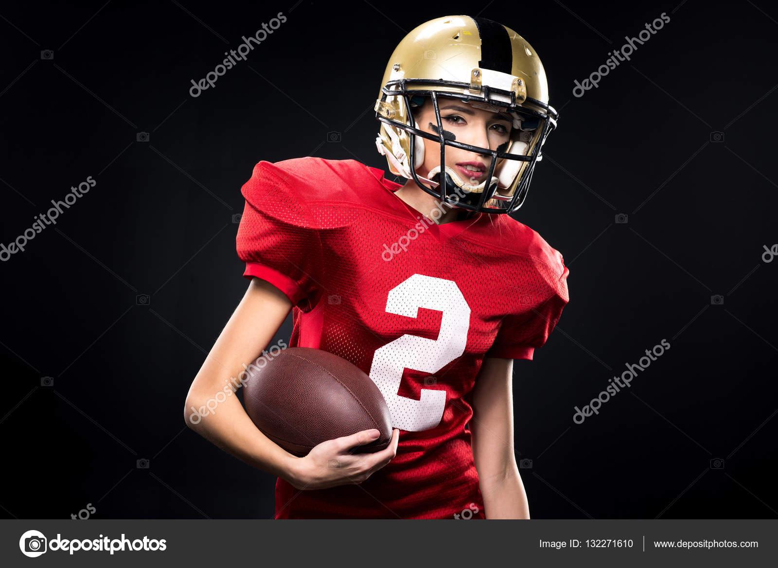 5099c5e893ddd Jogador de futebol americano feminino no sportswear — Fotografia de Stock