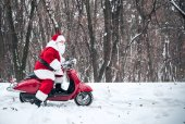 Photo Santa Claus riding on scooter