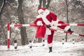 Santa Claus přelézali hráz
