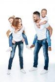 Fotografie Rodiče vezou šťastných dětí