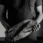 Fotografie Baker holding bread