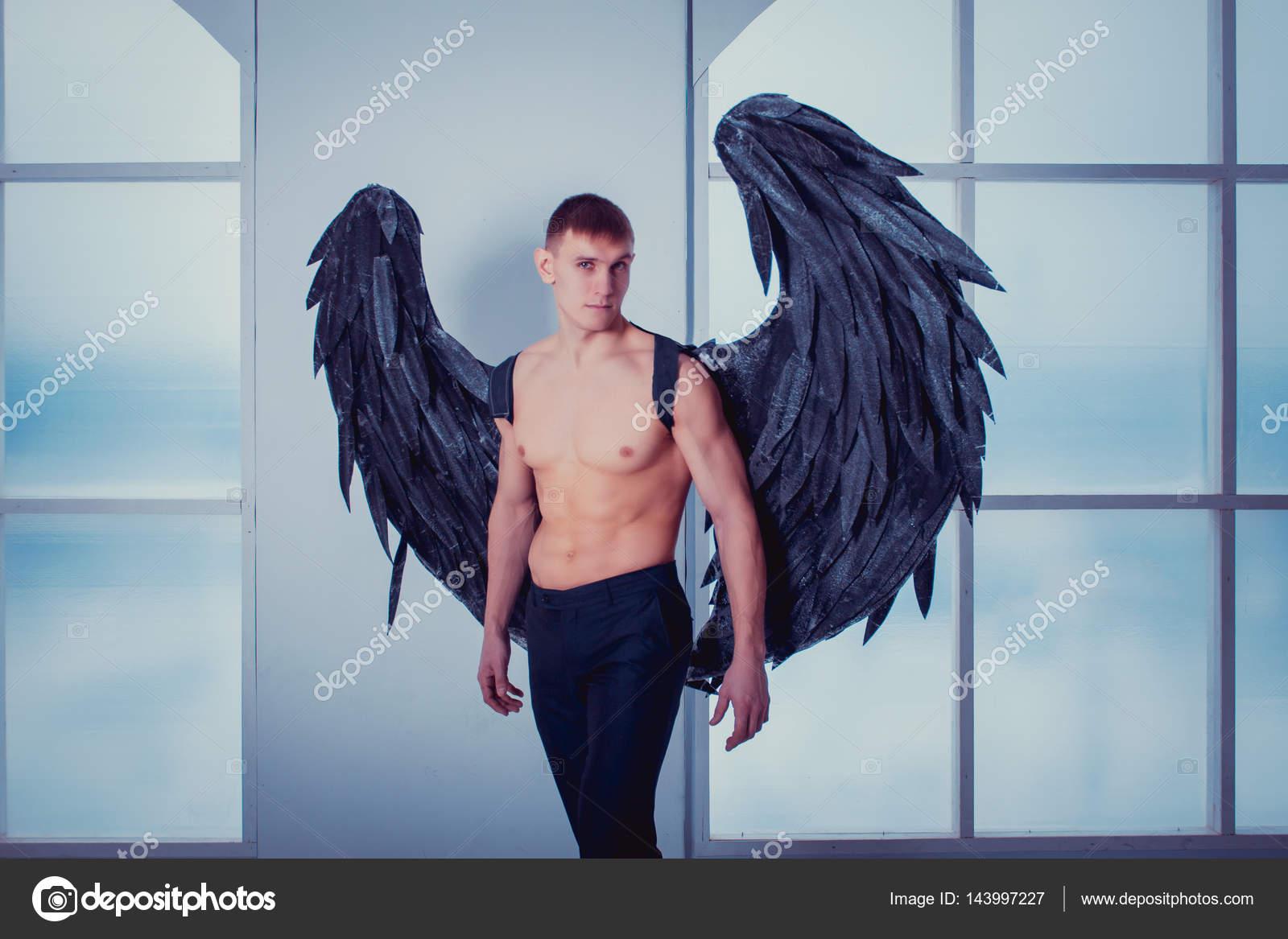 Image D Ange Homme l'homme avec des ailes d'ange — photographie buchnevamariya © #143997227
