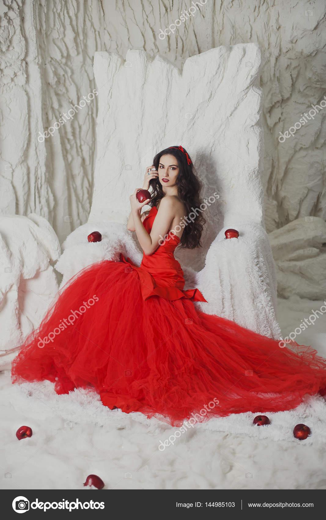Vestido En Stock Un © Escarlata Chica Fotos Buchnevamariya — De m8N0nwOv