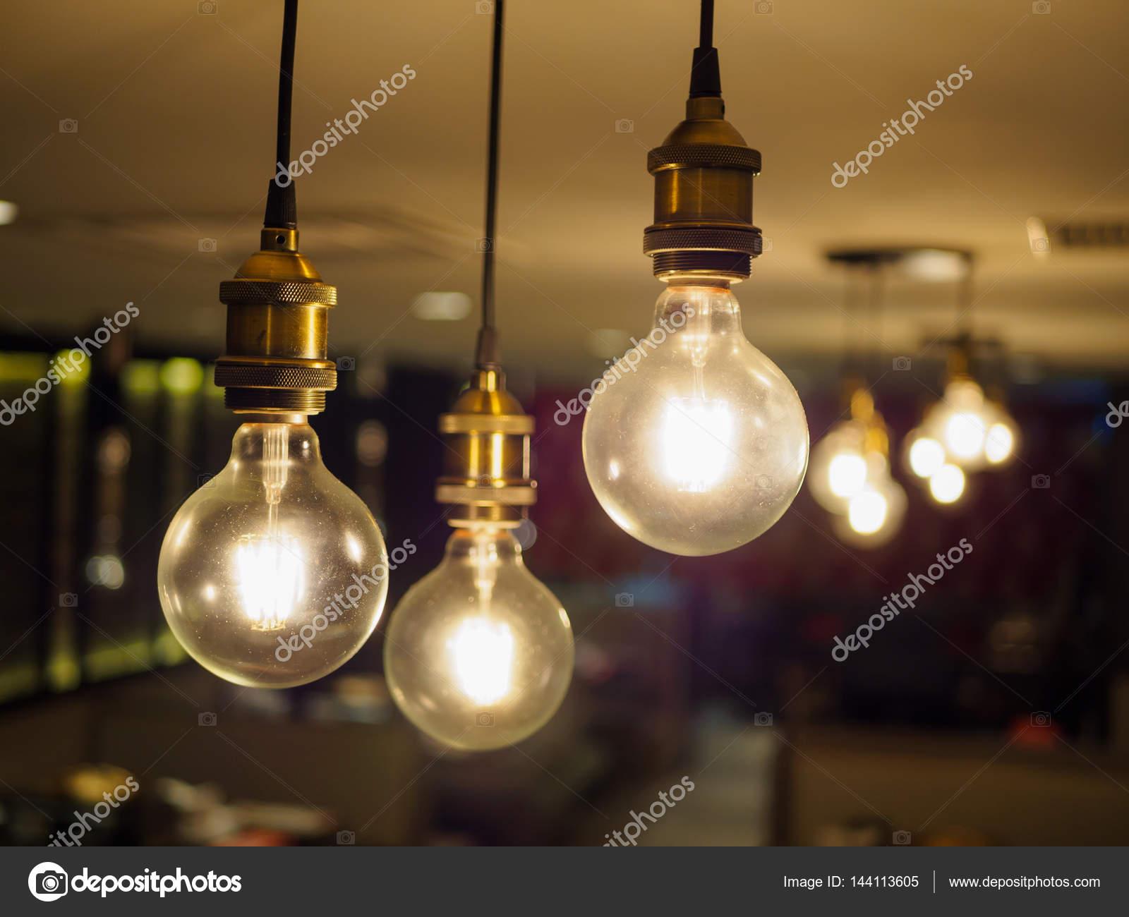 Vintage Lampe, dekorative Lampe im Haus — Stockfoto © spukkato ...