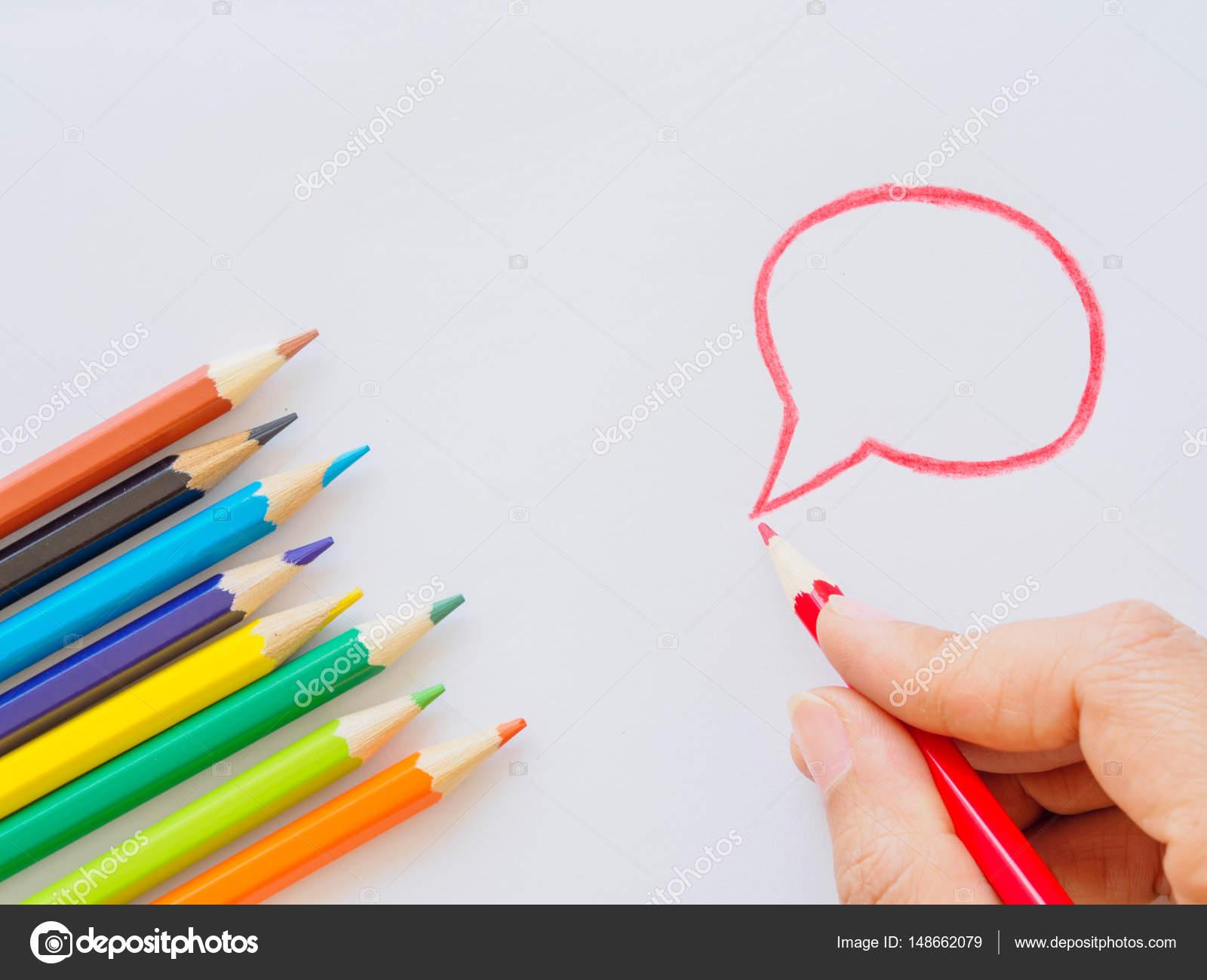 Цветные карандаши на белой