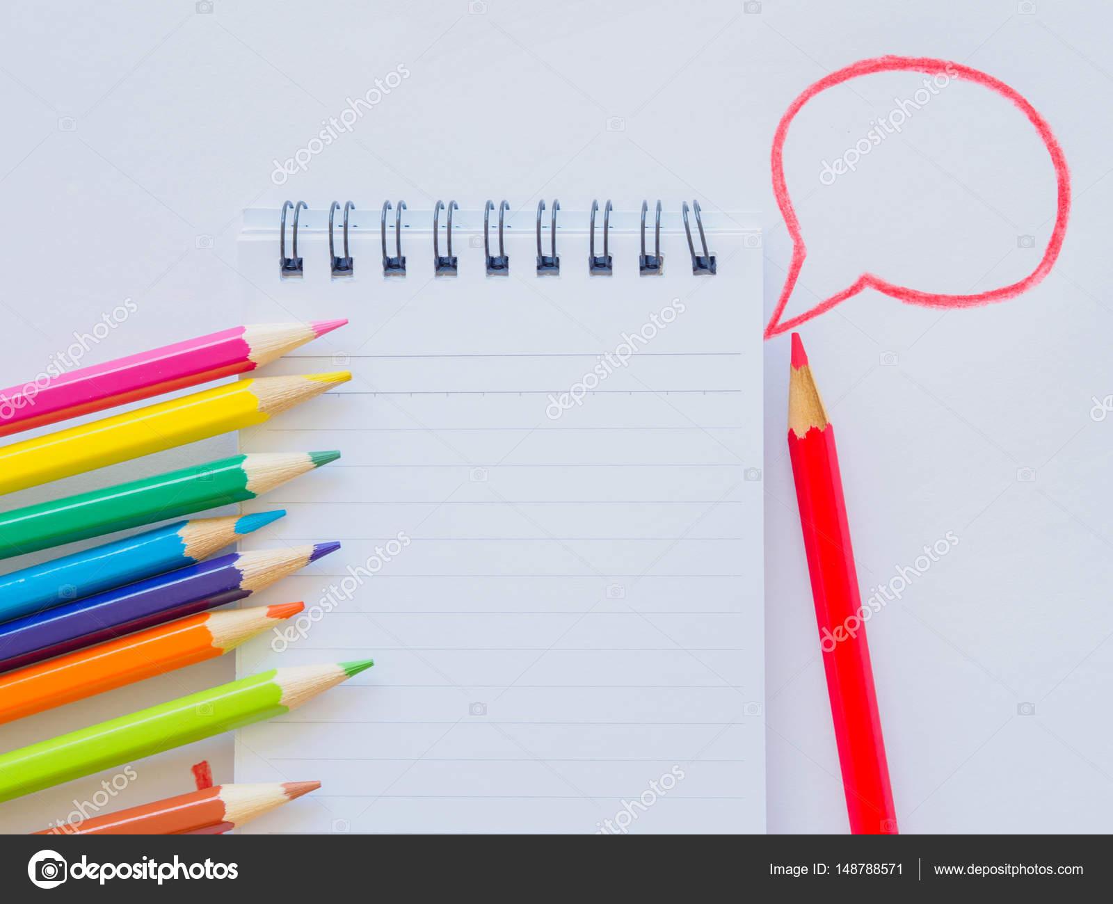 白い紙の上の鉛筆を色します。教育素材に