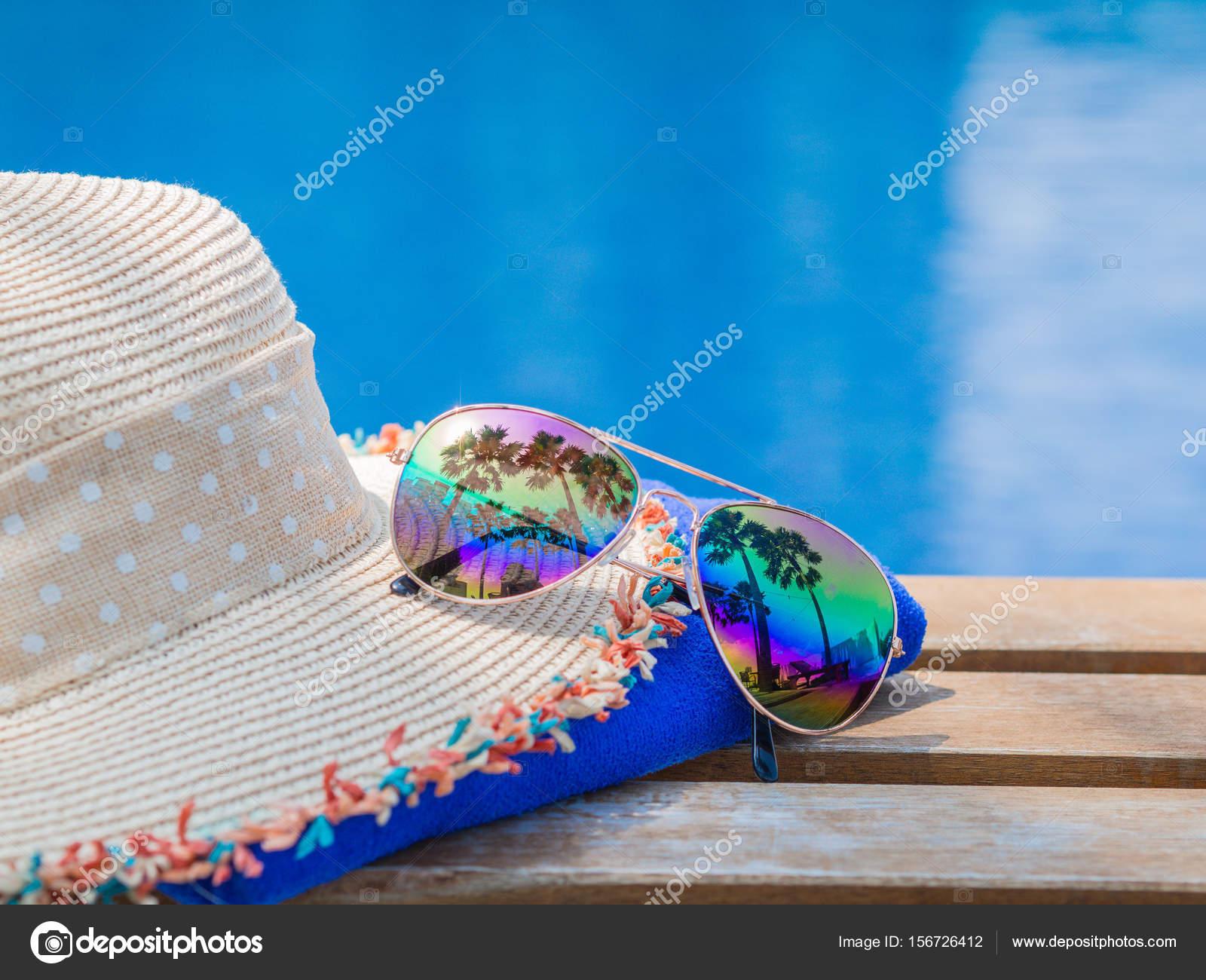 acheter bien Acheter Authentic large choix de couleurs Chapeau de plage, lunettes de soleil, serviette bleu et ...