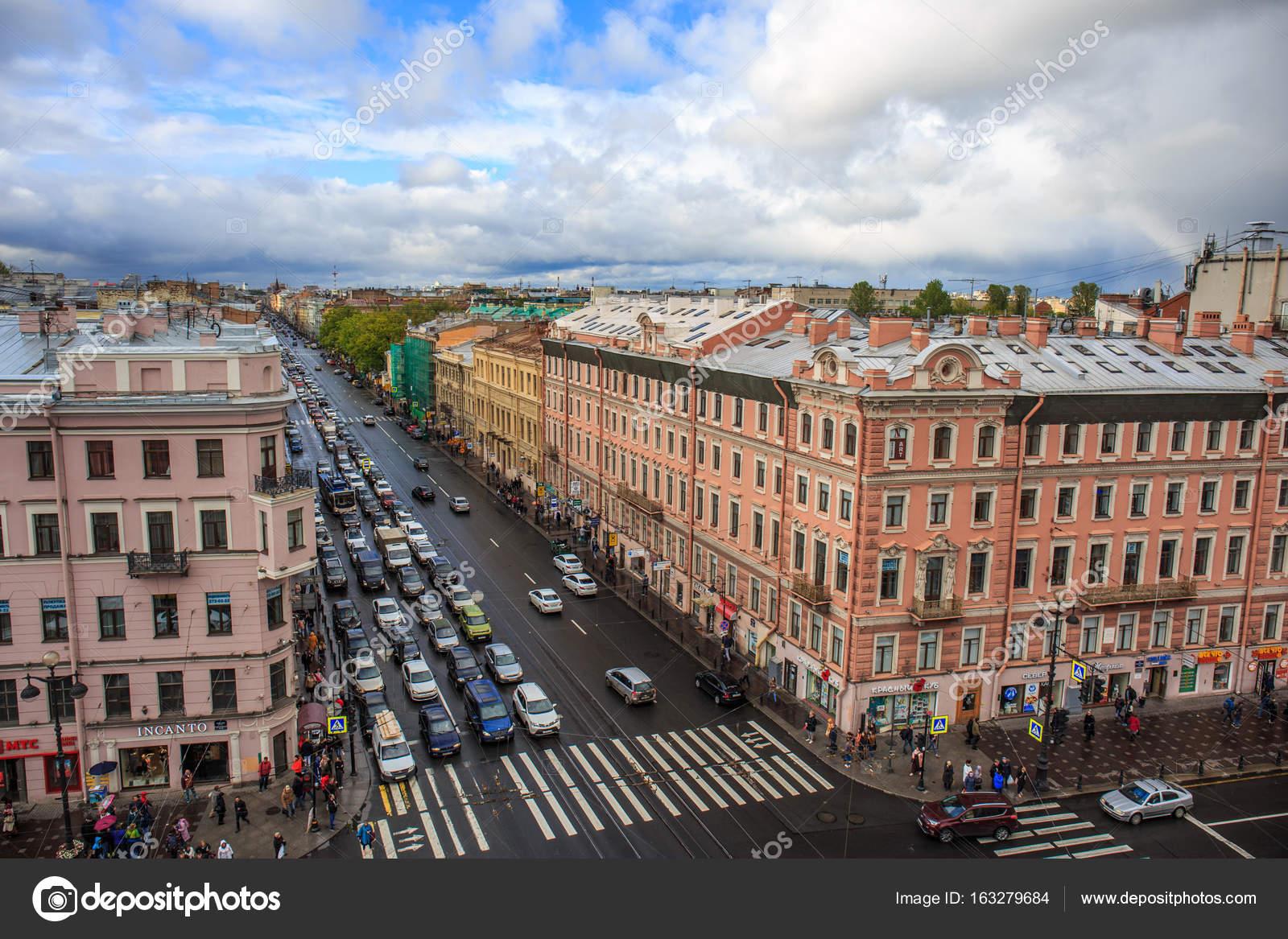 ロシア サンクト ・ ペテルブルグ センター建物の屋根からネフスキー大通りのサンクトペテルブルク, ロシア