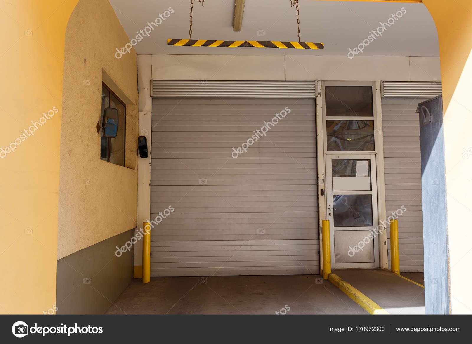 Lift In Huis : Garage lift poorten in huis parkeergelegenheid voor autos in