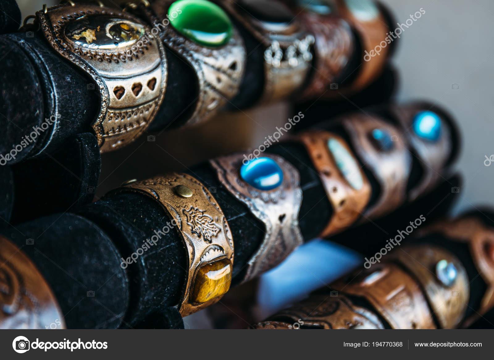 d8ab1cdc414d Pulseras de cuero hechas a mano con piedras o pulseras