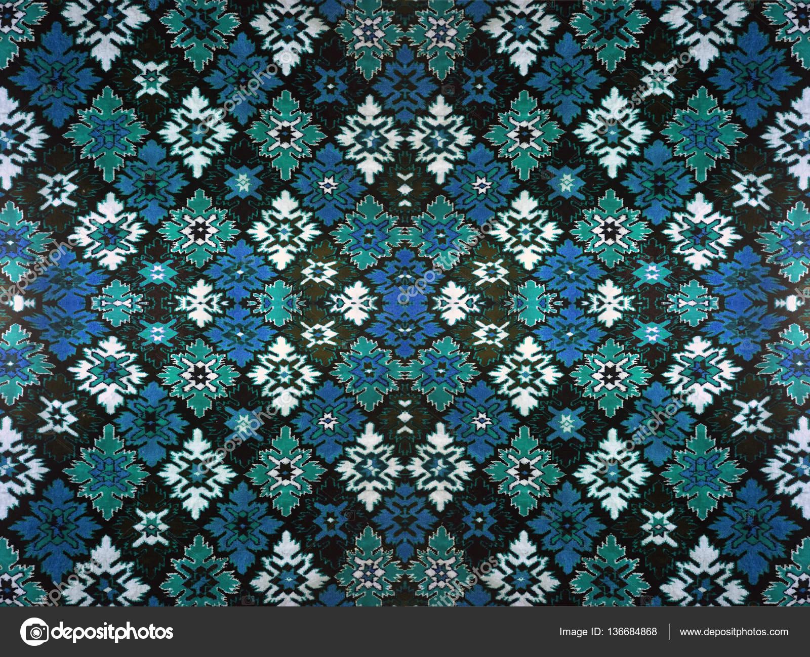 Fragmento de alfombra ornamental verde azul rojo rosa gris for Alfombra gris y turquesa