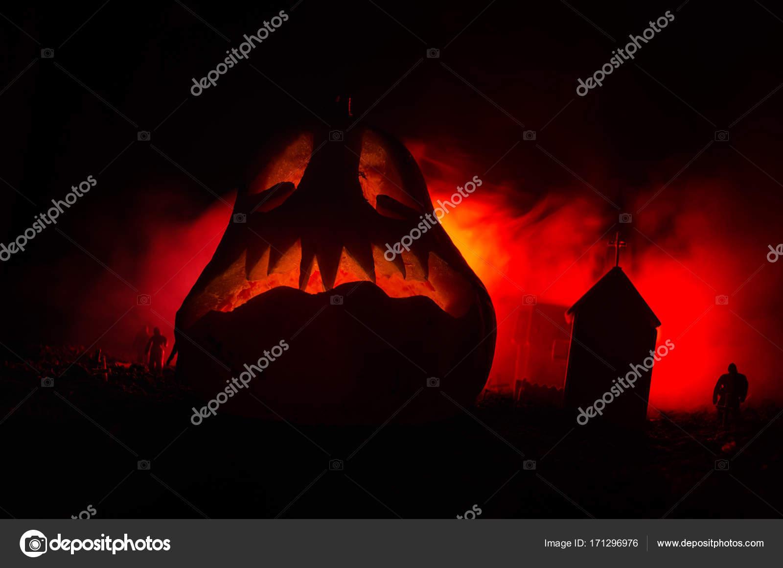 Halloween Chiesa.Vista Spaventoso Della Zucca Di Halloween Con Gli Zombie Al Cimitero