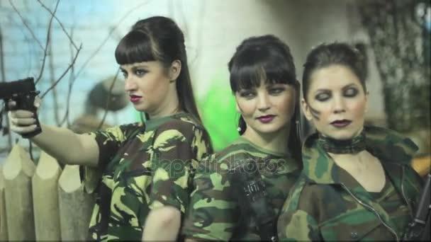 russkie-devchonochki-foto-kolihayut-grudi-zreloy-babi
