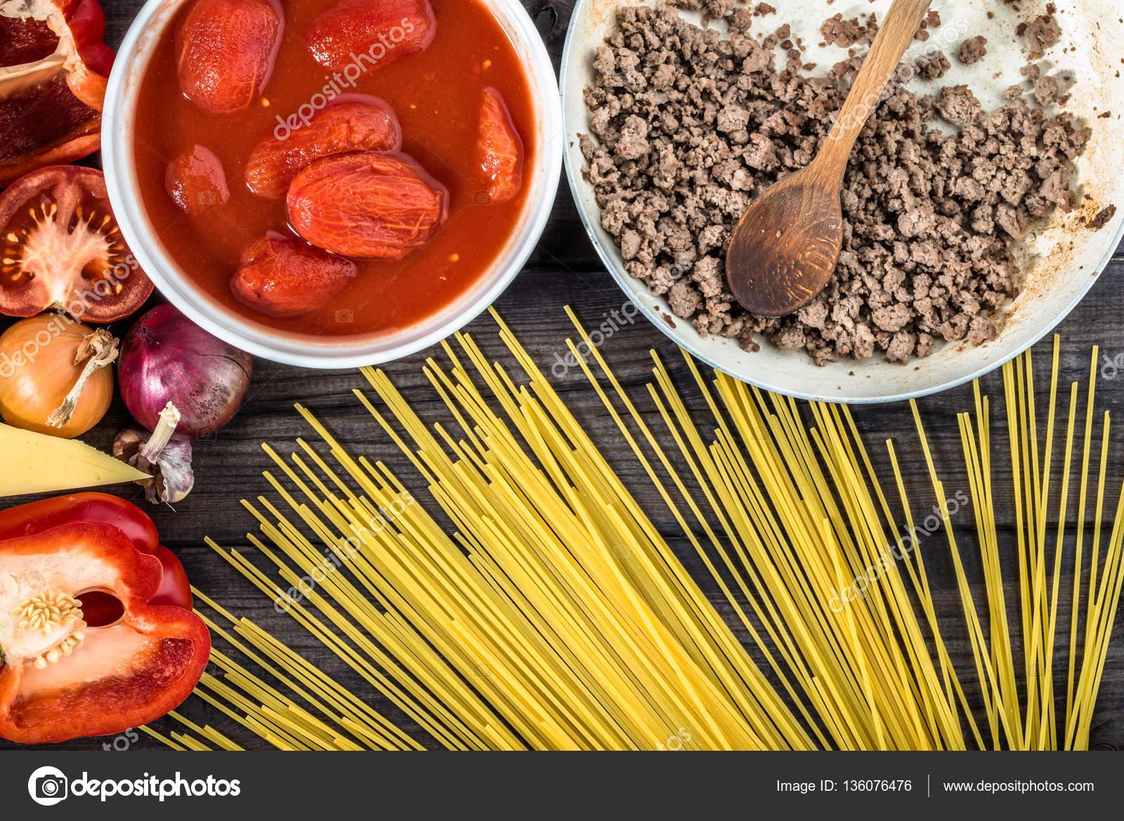 Cottura Di Spaghetti Alla Bolognese Ingredienti Del Cibo Italiano