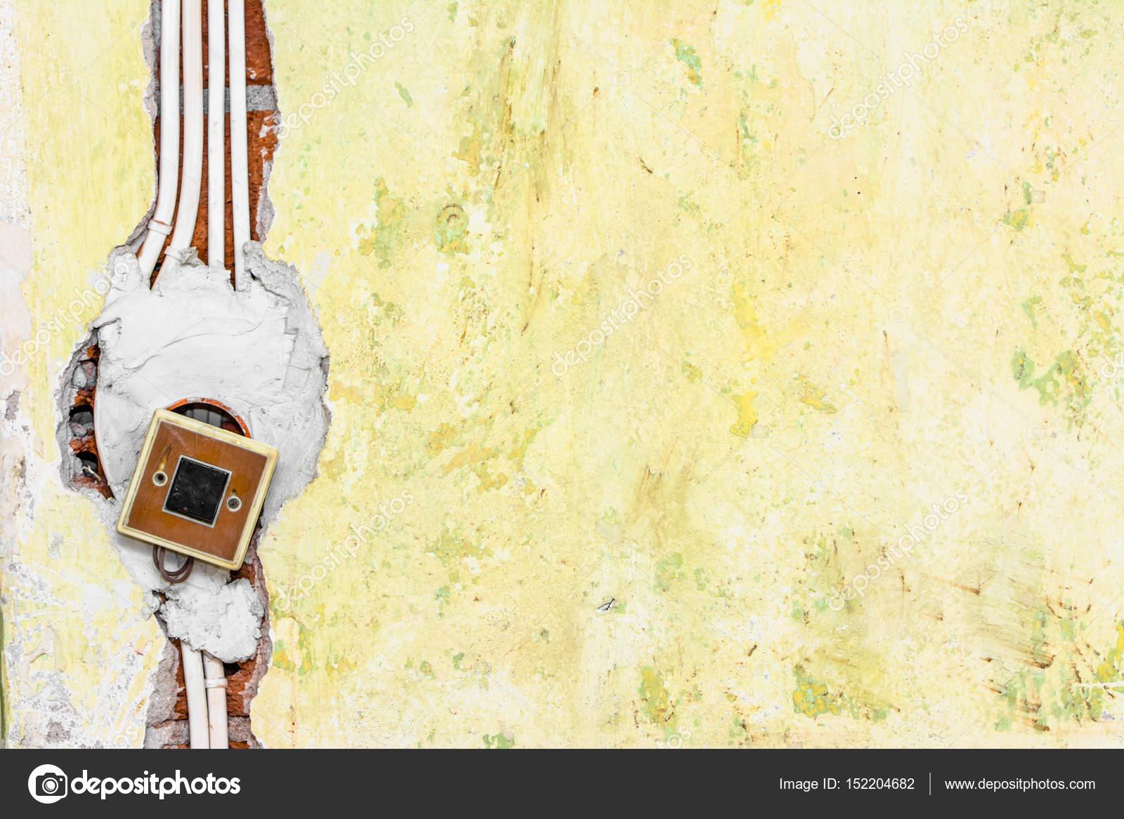 Neue Elektroinstallation, Schalter, Steckdose Und Elektrische Kabel An Der  Wand, Renovierung Konzept