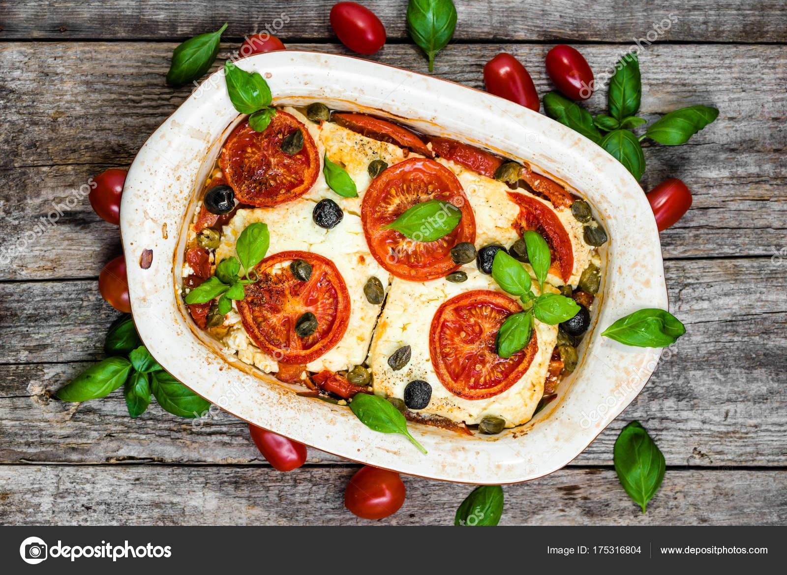 2d3d6f49ef Gemüse mit Feta überbacken. gesundes Essen, vegetarisches Gericht.  Griechische Speisen der mediterranen Küche. — Foto von alicjane