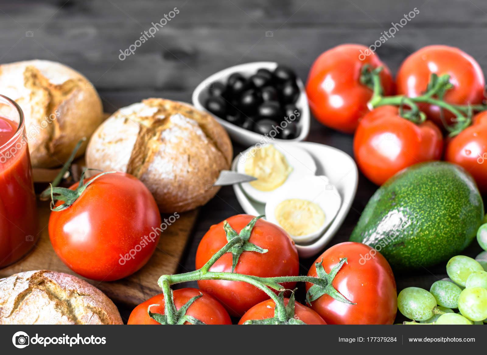 Zdrowe Sniadanie Na Stole W Kuchni Pelne Witamin I Bialek Z Nabialu