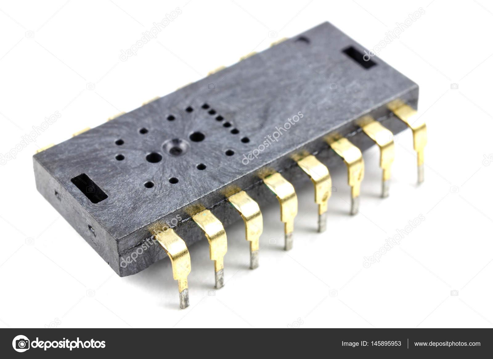 Circuito Integrado : Primer circuito integrado en un fondo blanco u foto de stock