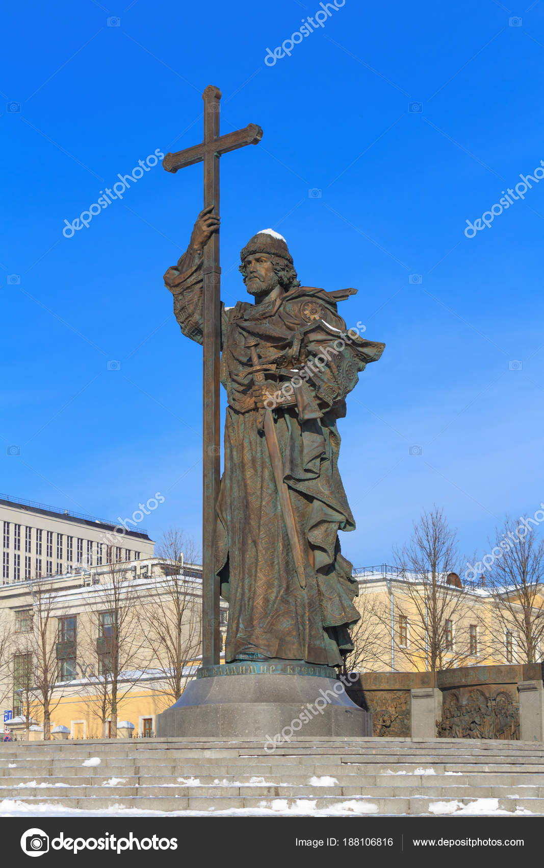 Where is the monument to Prince Vladimir in Moscow 53