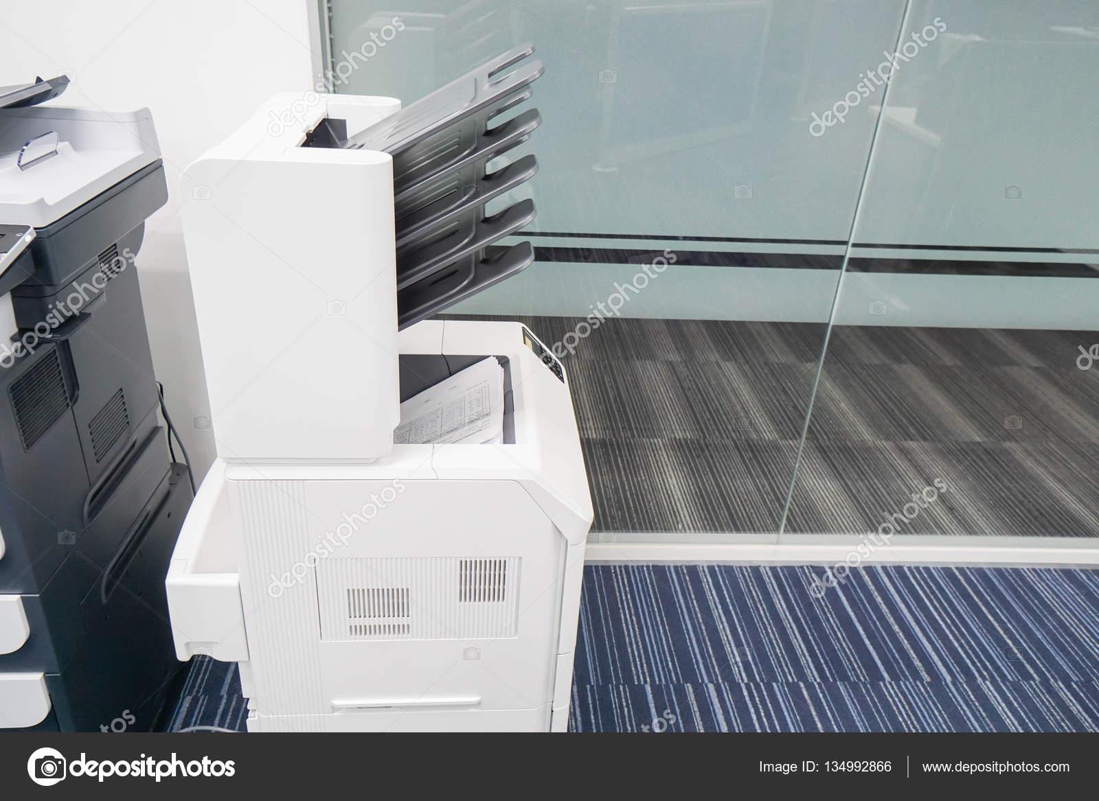 Style moderne d imprimante au bureau u photographie jummie