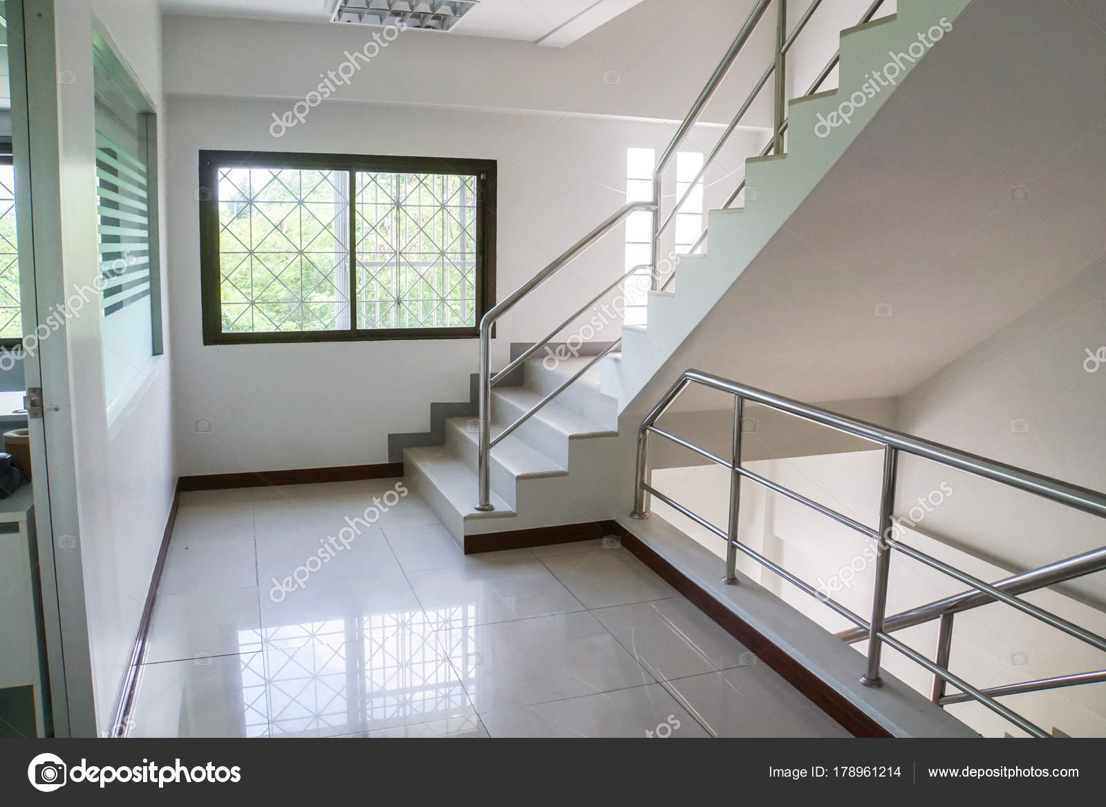 Interieur trap luxe woning u2014 stockfoto © jummie #178961214