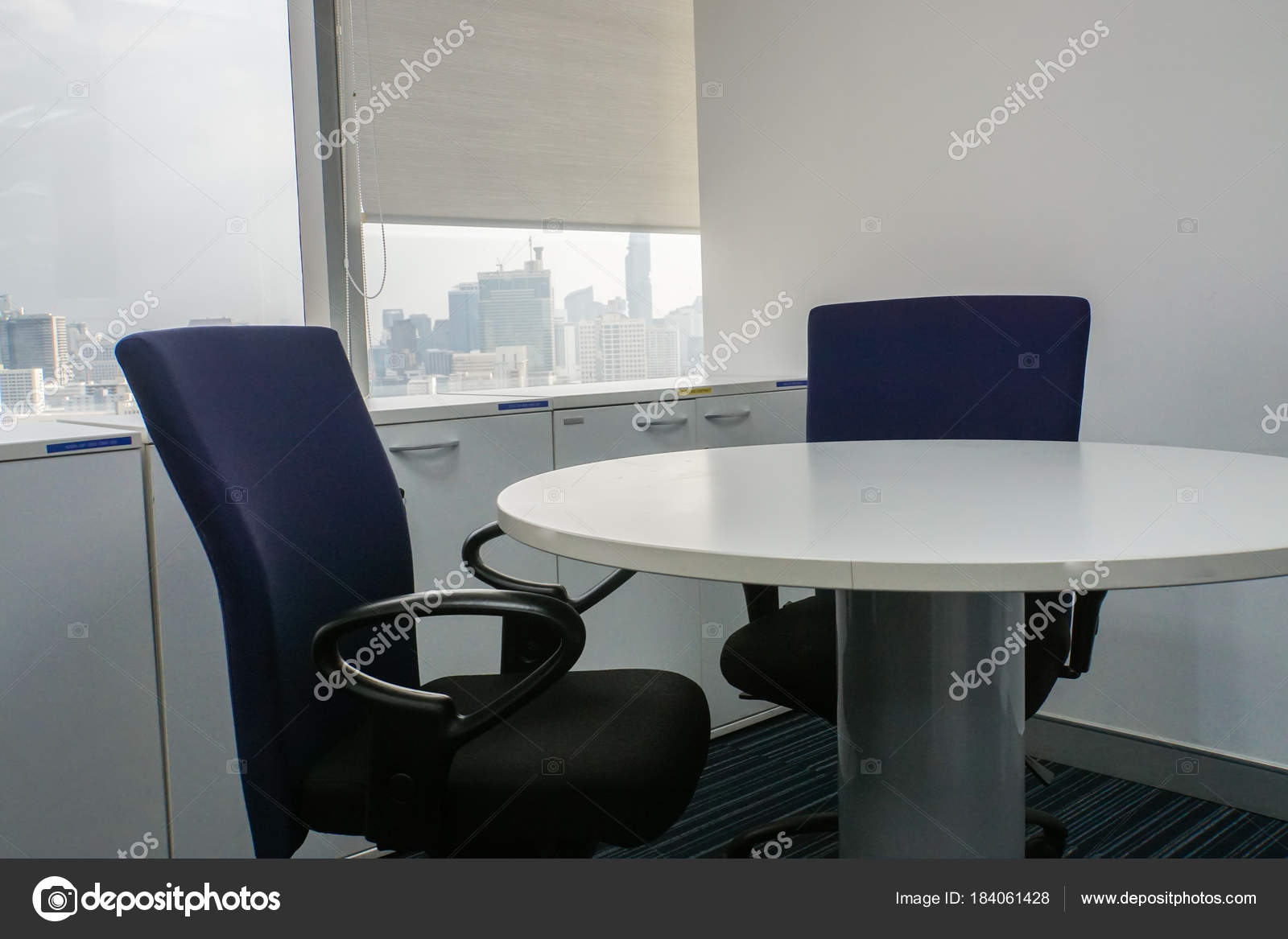 Chaise Bureau Table Ronde Blanche Salle Runion Photo