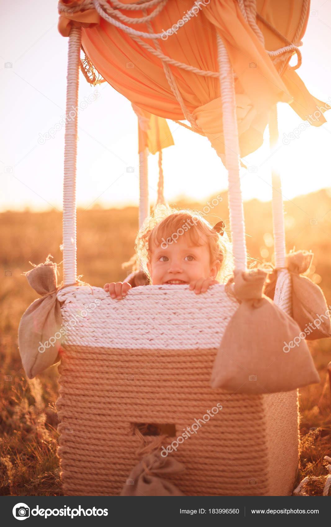 Воздушный шар и ребенок 36